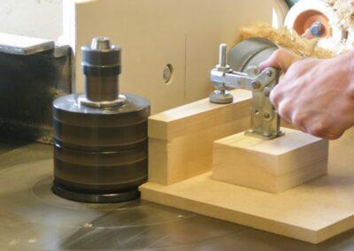 5.000 rpm - Fræsning af sargstykker til Rådhus-stole