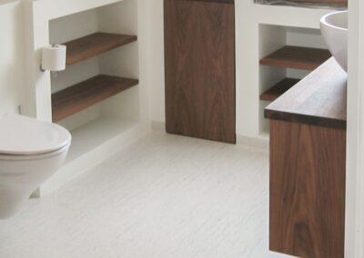 Badeværelsesmøblement i Valnød. Design Carl Schneider