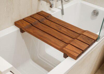 Bænk til badekar i valnød - Design Carl Schneider