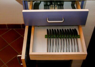 Blå laminat og krydsfiner. Design Carl Schneider