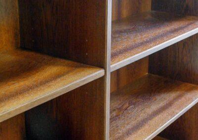 Detalje af reol i mahogni - Design Carl Schneider