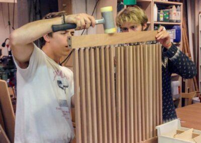 Jacob og Philip Møller samler radiatorskjulere.