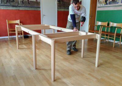 Nyt bord til Aarhus Rådhus i lakeret bøg. Design H.J. Wegner