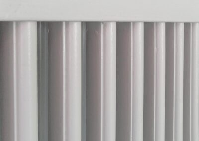 Radiatorskjulerer hvid malet - nærbillede