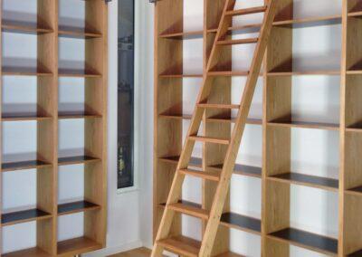 Reol i eg og sort MDF - Design Carl Schneider
