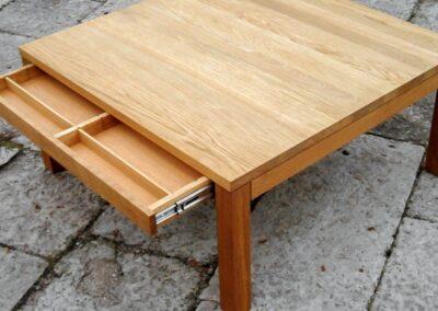 Sofabord i eg med indbygget skuffe - Design Carl Schneider