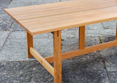Spisebord i massiv egtræ - Design Lars Vejen