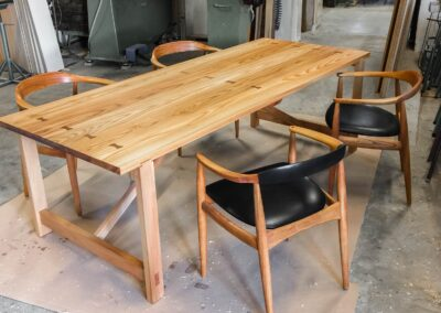 Spisebord i massiv elmetræ - Design Carl Schneider