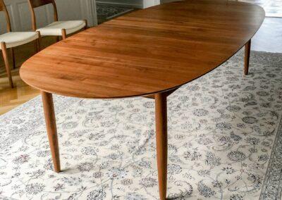 Spisebord i valnød til 16 pers. - Design Carl Schneider